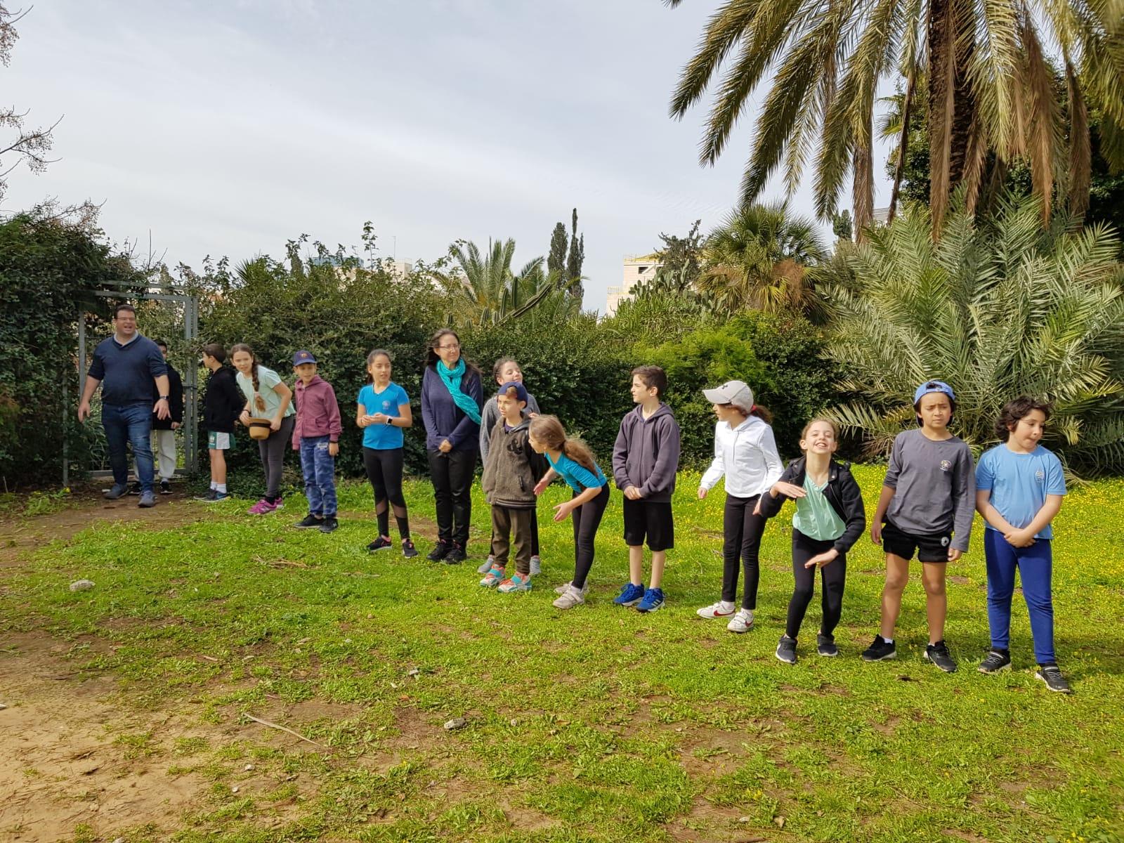 ילדי בית ספר בגן הברון מנשה כפר סבא